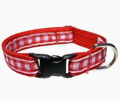 This pretty red gingham cat collar is a breakaway collar. This means your cat can twist out of it if he or she gets stuck on an object.