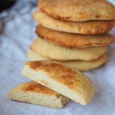 Tebrød med smak av kokos - lavkarbo, sukkerfri, glutenfri - Sukkerfri Hverdag Real Food Recipes, Cooking Recipes, Keto, Recipe Boards, Snacks, Fodmap, Bread Baking, Scones, Nom Nom