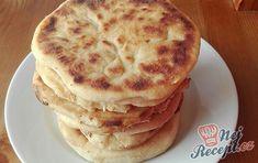 Děláte lokše z kyselého mléka? Já je miluji, celé pomaštěné máslem. Tento recept je vylepšen o sýr, kterým lokše naplníte. Nemusíte plnit pouze sýrem, ale například můžete zvolit i tvaroh nebo je naplnit nasladko povidly, marmeládou, ořechy. Je to mňamka na různé způsoby. Autor: Triniti Pancakes, Grilling, Food And Drink, Health Fitness, Nutella, Cooking Recipes, Bread, Snacks, Breakfast