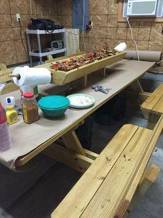 Crab picking table
