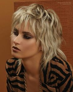Ideas of short shaggy haircuts with bangs 1 Modern Shag Haircut, Short Shaggy Haircuts, Shaggy Short Hair, Short Shag Hairstyles, Modern Haircuts, Long Curly, Women Haircuts Long, Boy Haircuts, Short Fringe