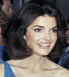 trendy iconic women in history jackie kennedy Les Kennedy, John Kennedy Jr, Jfk Jr, Jackie Kennedy Style, Jacqueline Kennedy Onassis, Jaqueline Kennedy, Iconic Women, Hair Beauty, Portraits