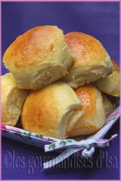 Quand j'ai vu ces brioches sur La table de Nana , qui avait pris la recette chez Cherry on a Cake , je n'avais qu'une seule envie....Les ...
