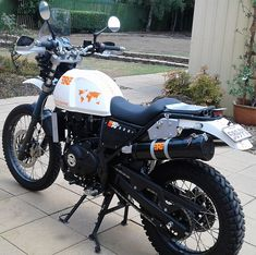 Himalayan Royal Enfield, Royal Enfield Bullet, Dual Sport, Motorcycle Garage, Adventure Tours, Bike Art, Bike Design, Scrambler, Cool Bikes