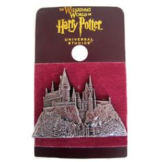 Universal Studios Harry Potter Hogwarts Castle Relief Metal Pin New with Card Harry Potter Disney, Harry Potter Props, Harry Potter Jewelry, Harry Potter Outfits, Harry Potter Gifts, Harry Potter Universal, Harry Potter World, Harry Potter Hogwarts, Pin And Patches
