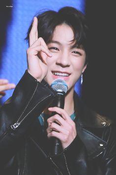 his eyes even sparkle like ugh Nct 127, Winwin, Nct Dream, K Pop, Rapper, Korea, Johnny Seo, Jeno Nct, Sm Rookies