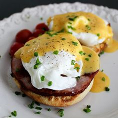 I'm not sure what your approach to a brunch buffet is, but I never, ever go with the Eggs Benedict. Give me the omelet bar. Or the carving station. Or the fruit plate. Bulk-prepared Eggs Benedict i. Eggs Benedict Recipe, Egg Benedict, Huevos Rancheros, Think Food, Love Food, Brunch Recipes, Breakfast Recipes, Breakfast Sandwiches, Great Recipes