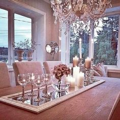 Spiegel op de eettafel