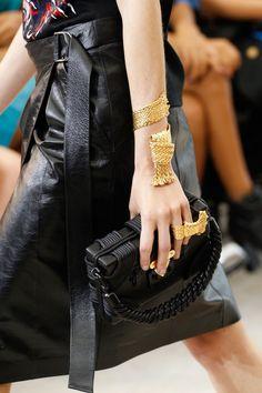 Louis Vuitton Spring 2017 Ready-to-Wear Fashion Show Details