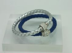 Dallas Cowboys Bling Bracelet! Support your team with a little bling. Perfect for all your gal friends! Magnetic clasps and sparkling rhinestones only $10 and FREE SHIPPING!
