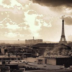 La tour Eiffel et les toits de Paris  #EiffelTower #toureiffel . . .  #france #parisjetaime #parismonamour #topparisphoto #paris #seemyparis #parisian #europetrip #loveparis #love #city #JustLiveBarefoot #parisianstreets #instaparis #igersfrance #igersparis #parismaville #europe #travel #fashion #music #romantic #unlimitedfrance #wanderlust #igdaily