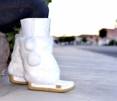 Close up of the frosty white #Lukluks ! These comfy limited edition boots are a winter essential.