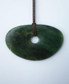 New Zealand Jewellery - Greenstone (pounamu) Disc Pendant New Zealand Jewellery, Maori Symbols, Maori Designs, Rock Necklace, Nz Art, Maori Art, Bone Carving, Soapstone, Green Stone