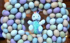 Dicas para deixar a Páscoa das crianças ainda mais divertida | Macetes de Mãe Easter Eggs, Birthdays, Baby Shower, Party Ideas, Bunting Garland, Ideas, Hilarious, Miniatures, Anniversaries