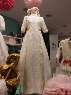 #comunion #vestidoscomunion #modainfantilespañola #altacostura #artesania #moda #vintage #niñas #vestido  #leonesp #escaparates #periquetta #ecija #uccos