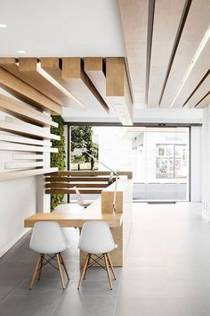 Resultado de imagen de hall de entrada techo madera