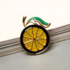 Beautiful Alloy Enamel Gold Plated Tomato Brooch Pin Halloween Corsage Party