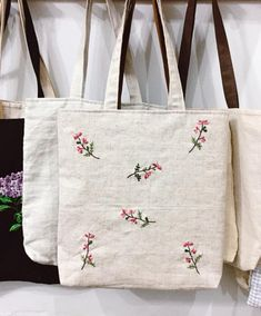 Unique design inspired by nature will add some personal touch to your daily life This cute pouch is perfect for storing cosmetics small toys and all bits and bobs You Diy Embroidery Bags, Hand Embroidery Projects, Hand Embroidery Designs, Japanese Embroidery, Flower Embroidery, Embroidery Stitches, Cute Tote Bags, Diy Tote Bag, White Tote Bag