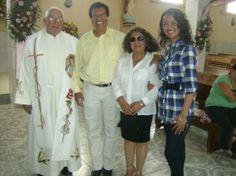 Ziquítaro. Celebración central, 4. Luego de la misa, el padre Sotero Fernández, con familiares amigos. En 2012