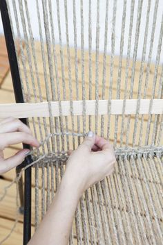 How to Restring a Chair Knit Wit-style - Patio Chair - Ideas of Patio Chair - How to Restring a Chair KnitWit-style Patio Furniture Makeover, Chair Makeover, Wicker Furniture, Diy Furniture, Furniture Design, Furniture Layout, Furniture Outlet, Luxury Furniture, Chair Repair