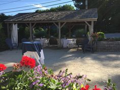 The outdoor cocktail area of the York Room in York, Maine. A casual rustic style event and function venue at Fosters Clambakes and Catering.