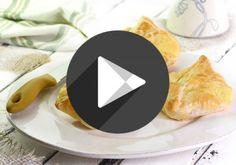 In dieser einfachen Videoanleitung sehen Sie, wie Sie Topfengolatschen Schritt für Schritt selber machen. Besonders schnell gelingen sie mit Company Logo, Tech Companies, Sweets, Austria, Kids Pillows, Pies, Fresh Fruit, Diy, Essen