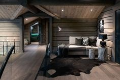 Kvitfjell - Spectacular log cabin with a very high standard, fantastic . Building A Cabin, Bohinj, Modern Mountain Home, Timber House, Cabins And Cottages, Cabin Homes, Bedroom Decor, House Ideas, House Design