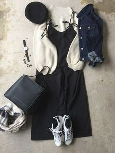 Throughout the women's fashions reflected the girl-next-door innocence with a hint of feminine allure. Modest Outfits, Fall Outfits, Cute Outfits, Fashion Outfits, 1940s Fashion, High Fashion, Vintage Fashion, Womens Fashion, Korean Fashion Ulzzang