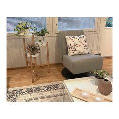 Focus-tuoli • @sankos80 • Verhoiluna Counter-kangas (Light Grey 60). • www.finsoffat.fi/tuote/focus-lepotuoli Entryway Bench, Counter, Accent Chairs, Inspirational, Grey, Interior, Furniture, Home Decor, Entry Bench