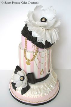Beautiful Anemone & Striped Cake. Amazing details!