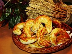 Bratislavské rožky Y Recipe, Eastern European Recipes, Food Dishes, Sweet Recipes, Shrimp, Sweet Tooth, Good Food, Sweets, Baking