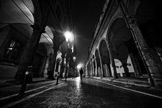 Bologna come tutto cambia e resta uguale, a cambiare è come la guardiamo noi, le cose che ami di lei e quelle che detesti.
