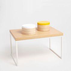 Imagem de produto Mesinha auxiliar retangular em cor branca e cor natural
