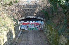 tunnel du jardin du moulin de la pointe Monuments, Le Moulin, Parisian, Belleville, Places, Anna, Gardens, Trains, Breezeway