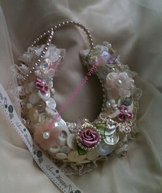 Why not surprise your Bride with a beautiful Wedding horseshoe decorated with vintage buttons, brooches with a pearl necklace handle. Good luck token , Gift or Keepsake