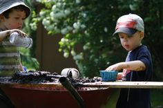 Don't have room for a mud kitchen in your yard?  Make a temporary or mobile one in a wheelbarrow! (happy hooligans)