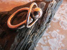 en sølv ring, håndlavet