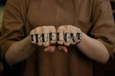 beliebte Tattoo Schriften für Finger Tattoo - Sailor Schrift