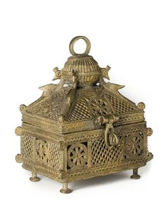 Dhokra jewelry box Antique Boxes, Antique Decor, Antique Art, Vintage Art, Antique Silver, Antique Jewelry, Copper And Brass, Brass Metal, Bronze