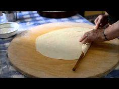 ΒΛΑΧΙΚΗ ΠΙΤΤΑ 1 - YouTube Quiche, Greek Recipes, Pizza, Bread, Food, Salty Cake, Recipe, Essen, Quiches