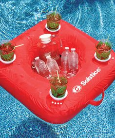 Featuring a heat- and fade-resistant fabric covering and four molded cup holders, this handy drink caddy float is perfect for fun in the sun.