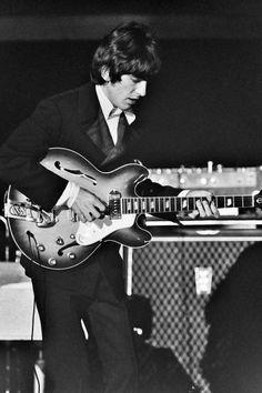 Rock Artists, Music Artists, George Harrison Quotes, The Beatles Live, Linda Mccartney, Beatles Photos, New York Photos, The Fab Four, Fine Art Photo