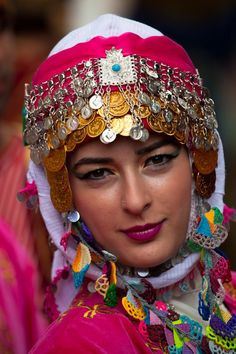 Turkey So many ethnic costumes include an elaborate headdress usually containing some traditional craft work. We Are The World, People Around The World, Around The Worlds, Folklore, Beautiful World, Beautiful People, 3d Foto, Costumes Around The World, Beauty Around The World