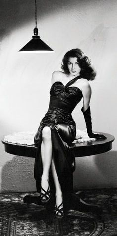 Ava Gardner in her iconic femme fatale gown Hollywood Icons, Old Hollywood Glamour, Golden Age Of Hollywood, Vintage Hollywood, Hollywood Stars, Hollywood Actresses, Classic Hollywood, Hollywood Fashion, Glamour Hollywoodien
