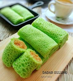 Image may contain: food Indonesian Desserts, Indonesian Cuisine, Asian Desserts, Indonesian Recipes, Breakfast Recipes, Snack Recipes, Dessert Recipes, Cooking Recipes, Crepes And Waffles