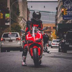 Life is Good on my Ducati! Vintage Bikes, Vintage Motorcycles, Ducati 1299 Panigale, Honda, Motorcycle Suit, Motorcycle Memes, Ducati Motorcycles, Sport Motorcycles, Yamaha Bikes
