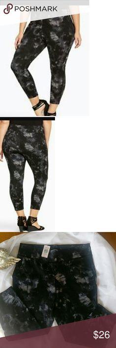 Torrid Slim Fix Crop Tye Dye Great crop rayon/nylon/spandex New with tags Torrid Pants Ankle & Cropped