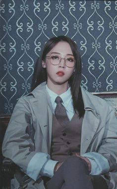 2019 Mamamoo Season's Greetings - Moonbyul Kpop Girl Groups, Korean Girl Groups, Kpop Girls, K Pop, Stars And Moon, Sun Moon, Mamamoo Moonbyul, Soyeon, Girl Bands
