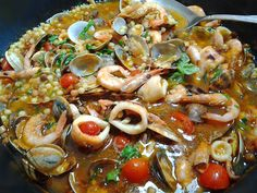 Zuppa di fregula ai frutti di mare #ricettedisardegna #cucinasarda #sardinia #recipe Soup Recipes, Dinner Recipes, Cooking Recipes, Sandro, Barcelona, Fish And Seafood, Soups And Stews, Pasta Dishes, I Foods