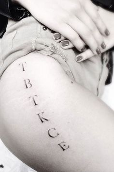 """Has a tattoo on her right thigh featuring the letters """"T-B-T-K-C-E"""" going vertically. Each letter representing a name of a family member. T for Teri (her mother), B for Brandon, T for Trevor Duke-Moretz, K for Katie (Chloe's older sister who died shortly after birth), C for Colin, and E for Ethan."""